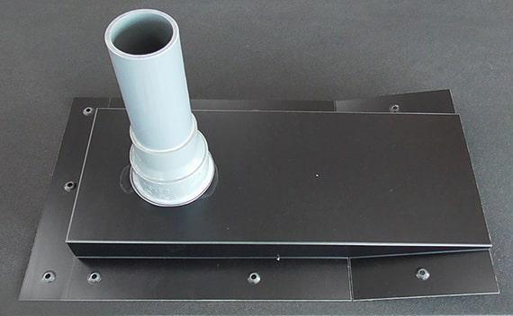板金・塩ビパイプカット・接着・防水シーリング・検査・梱包